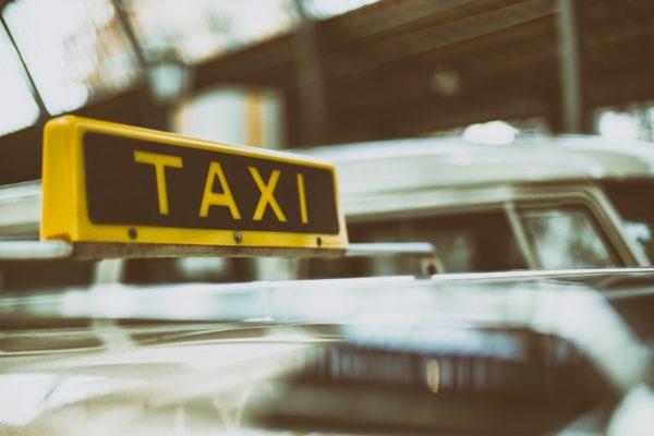 Taxi Bild von Pexels auf Pixabay