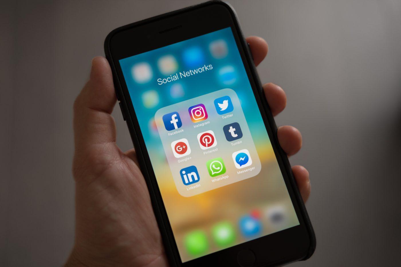 Handy mit Social Media Apps